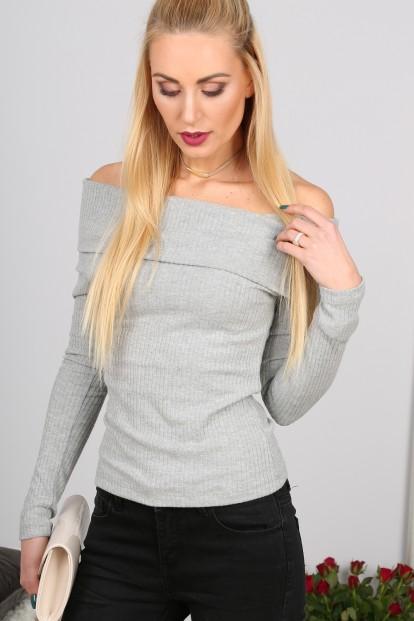 Sexy, stylový šedý svetr s odhalenými rameny