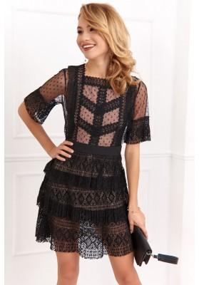 Transparentní, moderní, černé áčkové šaty s krajkovými vsadkami