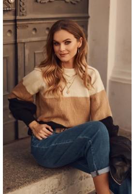 Moderní dámský svetr, vyrobený z jemné látky, béžový