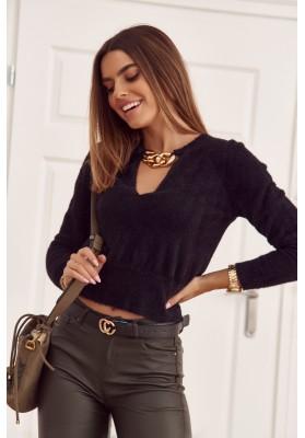 Moderní, krátký, černý svetr s hlubokým výstřihem ve tvaru V