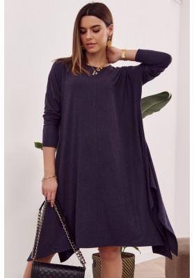 Moderní šaty s rozparkem tvořícím slzu na zádech, modré