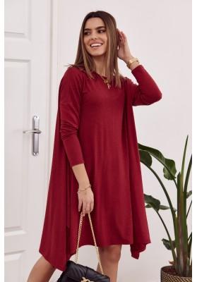 Moderní šaty s rozparkem tvořícím slzu na zádech, vínové