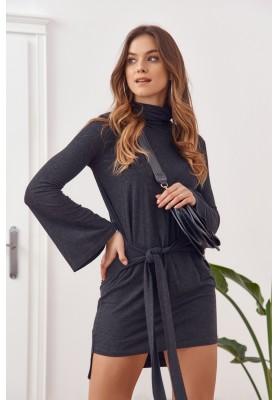 Asymetrické šaty s rolákem a dlouhými rozšířenými rukávy, černé
