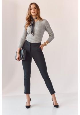 Úzké kalhoty s naznačenými záhyby, černé