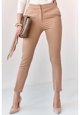 Úzké kalhoty s naznačenými záhyby