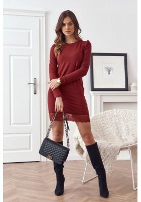 Vypasované šaty s ozdobnou krajkou ve spodní části, bordó