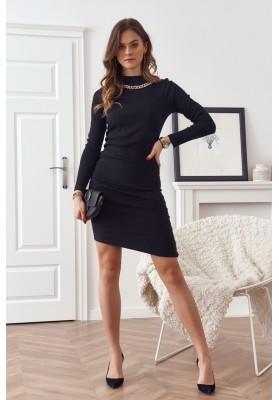 Vypasované šaty se stojáčkem a ozdobnou řetízkem na výstřihu, černé