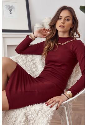 Vypasované šaty se stojáčkem a ozdobnou řetízkem na výstřihu, vínové