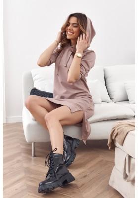 Pohodlné, jednoduché bavlněné šaty s kapucí, béžové