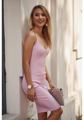 Nadčasové, přiléhavé šaty v mini délce na ramínka, fialové
