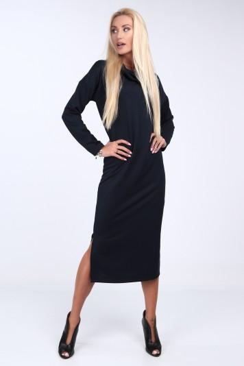 Tmavěmodré šaty s širokým límcem