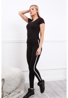Czarne spodnie z lampasem dopasowane 8089